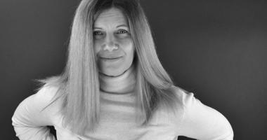 Elke Barbara Bachler (mit grauen Haaren)